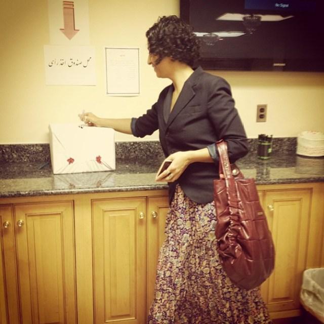 لوای بیحجاب در حال رای دادن