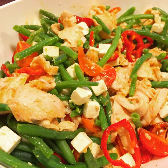 Bønnesalat med kylling og fetaost