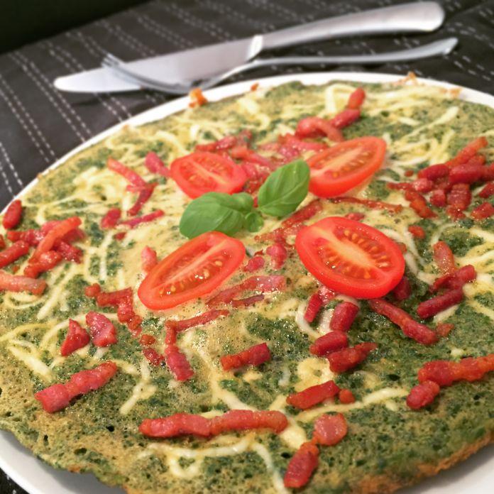 Skipper Skræk omelet med spinat, bacon, tomat, ost og basilikum - Low-Carb