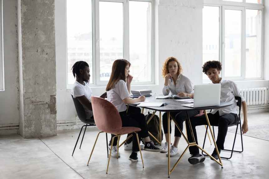 8 Questions to Ask Your Direct Reports on Weekly Meetings | Leverage Ambition