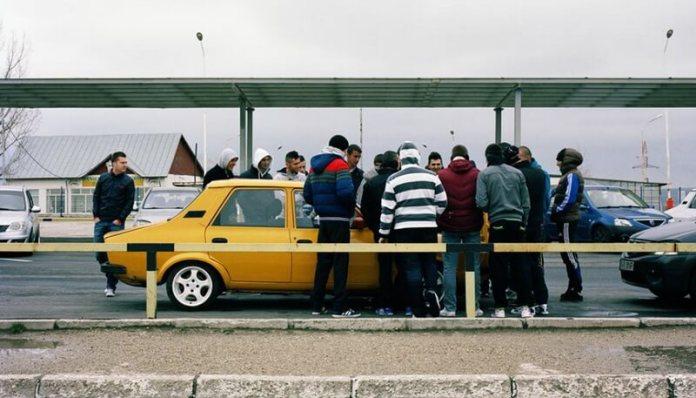 Mioveni orasul uzina expozitie de fotografii la paris