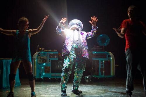"Imagine din spectacolul ""Zic Zac"" Sursa foto ICR Tel Aviv"