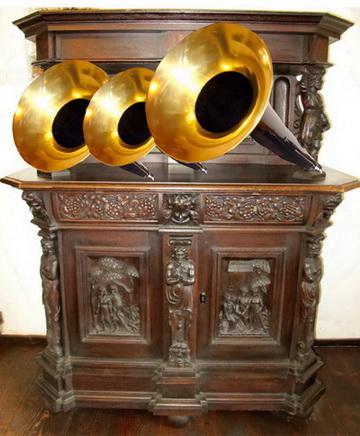 salonul-rosu-tuburi-acustice