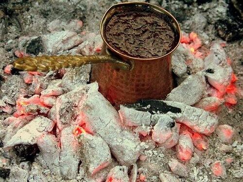 Cafea la jar de lemne