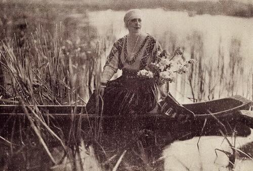 Regina Maria pe lacul de la Scroviștea. Foto Guggenber-Mairovits
