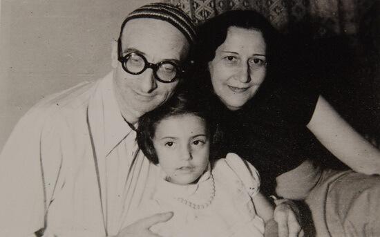 Radu Gyr cu sotia și fiica. Fotografie din arhiva Simonei Popa