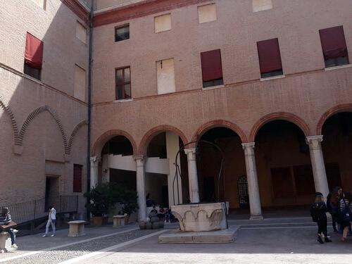 Castello Estense, curtea interioară