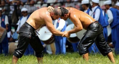 Luptători de _Güreş_