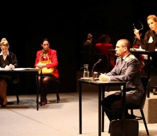 """Imagine din spectacolul """"Teroare"""" de Ferdinand von Schirach, Teatrul Cameri, Tel Aviv"""