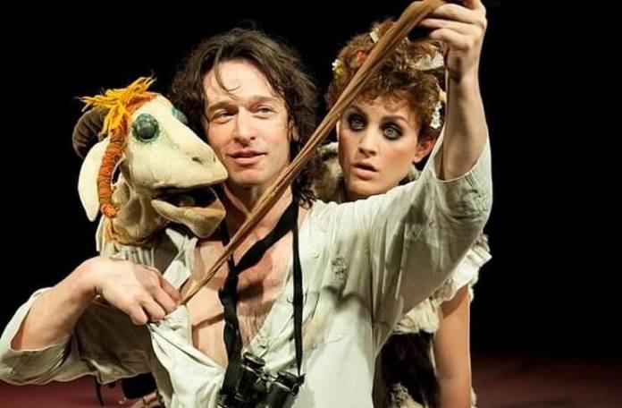 """Imagine din spectacolul """"Un sătuc"""" de Yehoshua Sobol, Teatrul Cameri din Tel Aviv"""