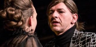 """Alföldi Róbert în """"Richard al III-lea"""" de William Shakespeare, regia: Andrei Șerban, Teatrul Radnóti din Budapesta"""