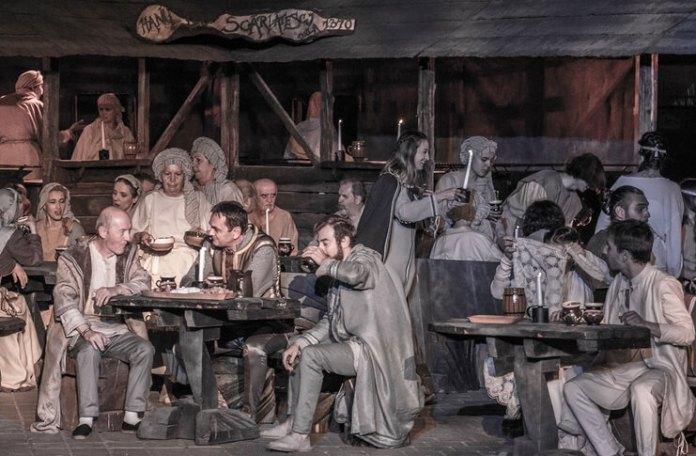 """Imagine din spectacolul """"Vlaicu Vodă"""" de Al. Davila, regia: Horia Suru, Teatrul Excelsior din București. Foto: Cosmin Tița"""