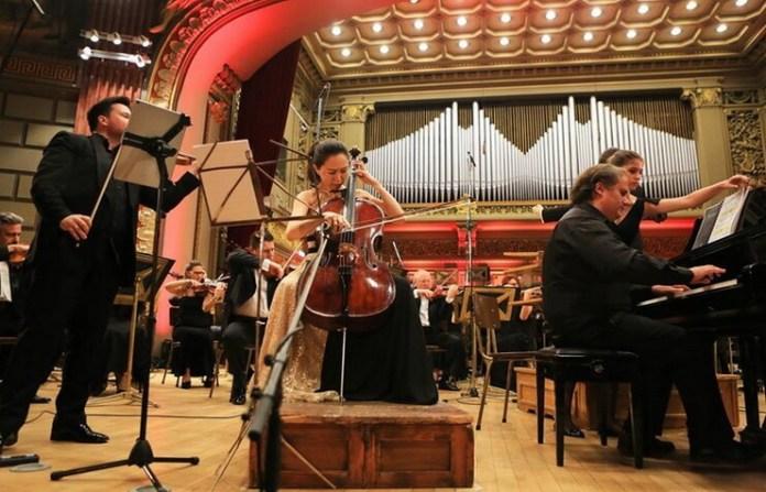 Ștefan Tarara, Eun-Sun Hong, Josu de Solaun în Triplul concert de Paul Constantinescu. Foto: Cătălina Filip