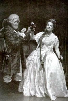 """Cu Maia Morgenstern în """"Ecaterina cea Mare"""". Fotografie din vol. """"Regele Scamator Ștefan Iordache"""""""