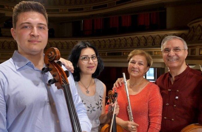 """""""Cazacu String Trio"""" și Constanţa Cazacu (flaut). Foto: Virgil Oprina"""
