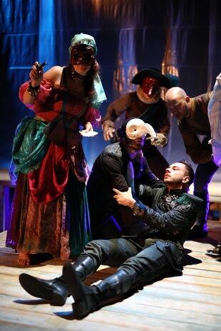 """Imagine din spectacolul """"Asediul Veneției"""" după Albert Camus, Teatrul """"Tudor Vianu"""" din Tulcea"""