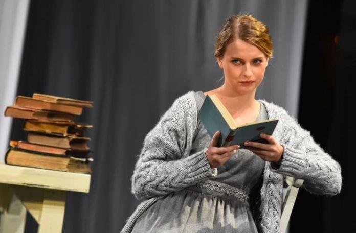 """Kristina Savkov în """"Evgheni Oneghin"""" duă Pușkin, Teatrul Mladih din Novi Sad"""