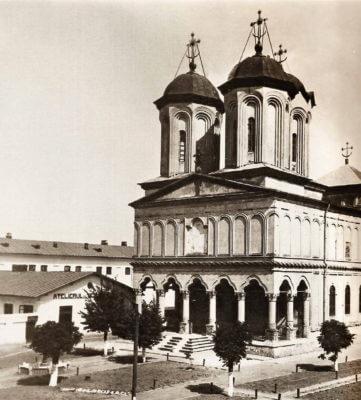 Biserica domnească a Mănăstirii Văcărești, vedere dinspre sud-vest, fotografie interbelică