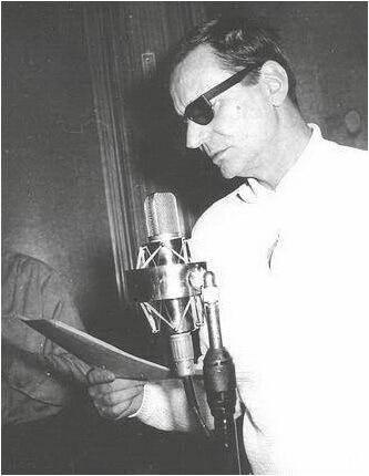 """Radu Beligan în Studioul """"Mihai Zirra"""" al Societății Române de Radiodifuziune. Sursa foto © Arhiva SRR"""