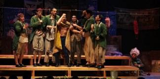 "Imagine din spectacolul ""Revizorul"" de Gogol, Teatrul Koliada din Ekaterinburg"