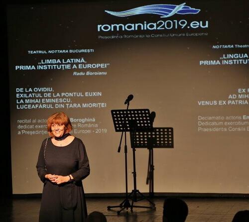 """Managerul Teatrului """"Nottara"""", Marinela Țepuș, gazda spectacolului"""