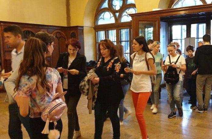 Vizitatori la Palatul Suțu
