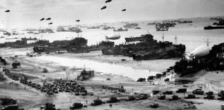 Debarcarea proviziilor pe plaja Omaha