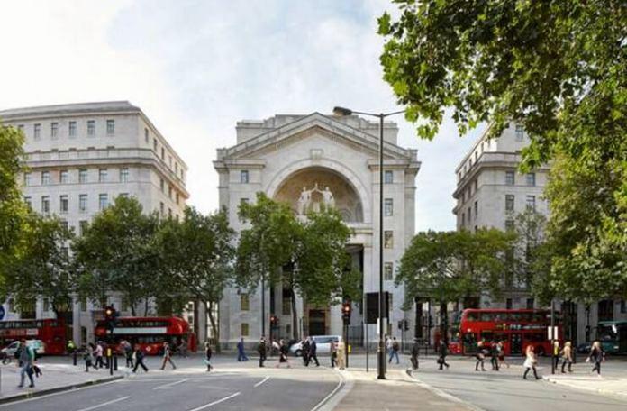 Bush House, sediul de la Londra al secţiei române a BBC