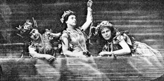 "Fiicele Rinului în ""Aurul Rinului"", Bayreuth, 1876: Minna Lammert (Floßhilde); Lilli Lehmann (Woglinde); Marie Lehmann (Wellgunde)"