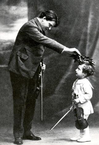 """George Enescu și Dinu Lipatti. Fotografie din arhiva Muzeului Național """"George Enescu"""" din București"""