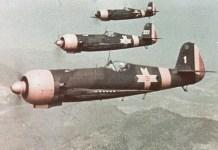 Formație de luptă formată din avioane românești IAR 80 în timpul celui de-al Doilea Război Mondial