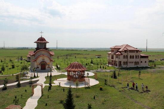 Mănăstire pe locul coloniei de la Galeșu, jud. Constanța. Sursa foto: Ziarul Lumina