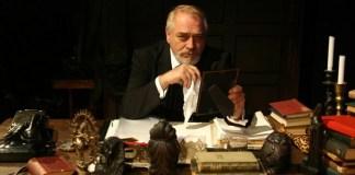 """Alexandru Repan în spectacolul """"Vizitatorul"""" de Éric-Emmanuel Schmitt, Teatrul """"Nottara"""" din București"""