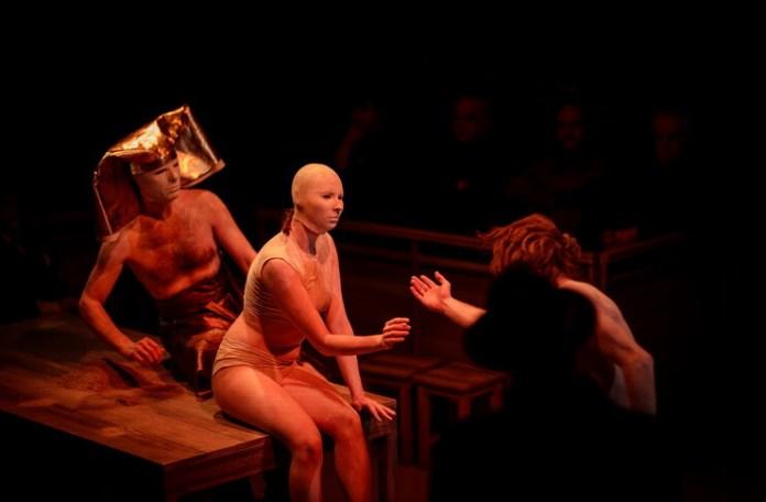 """Imagine din spectacolul """"Tragedia omului"""". Foto: Petru Cojocaru"""
