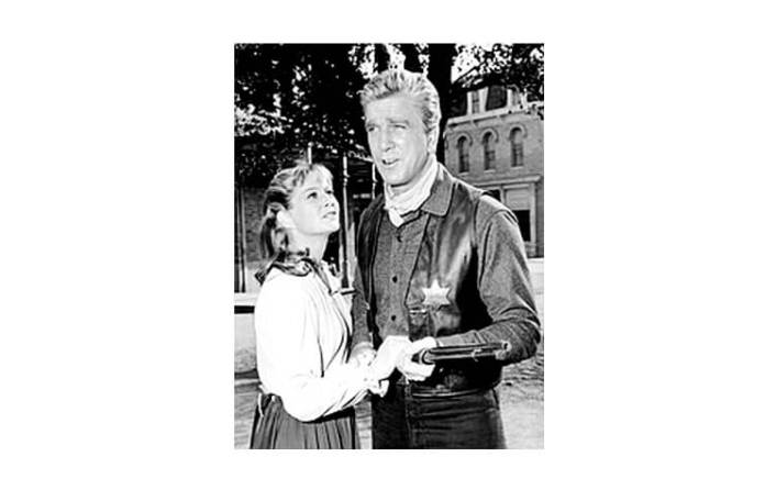 "Leslie Nielsen și Nancy Malone în filmul ""Bonanza"", 1967"