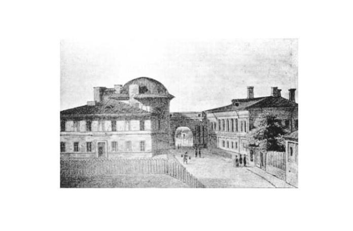 Academia Mihăileană din Casele Cazimir (stânga) și Voinescu (dreapta), unite printr-un pasaj sub formă de arc