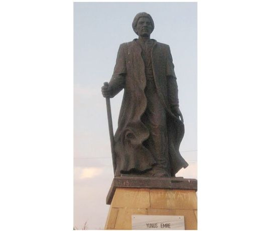 Statuia lui Yunus Emre în Hacıbektaş, Turcia
