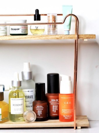 My top 10 products of 2018 | Sunday riley ceo | Best Vitamin C serums | Vitamin C serums without L-ascorbic acid | How to get rid of dark spots and hyperpigmentation | Vitamin C antioxidant skincare | Skincare shelfie | Top shelfie | Fur Oil | Dr. Jart Cicapair Color Correcting Cream with SPF | Milk Mkeup Holographic Highlighter Stick | glossier Balm dot com | Rosehipseed oil | Good Science Beauty | Skincare Routine | Skincare shelfie aesthetics | Beauty aesthetics | Skincare blogger | Best skincare for acne-prone skin | Urban Outfitters Shelf | vanity Inspiration | Luxury skincare | LevitateBeauty.com
