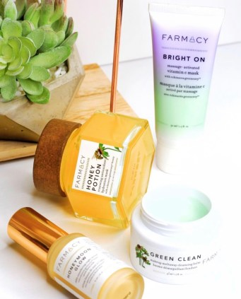 My top 10 products of 2018 | Farmacy Beauty Clean Skincare | Farmacy Beauty Natural Skincare | Best luxury clean beauty products | Best hydrating face mask for winter | Best face mask for acne prone or dry skin | Best luxury skincare products | skincare routine | cruelty free skincare | SKincare shelfie | Beauty blogger | Skincare blogger | Skincare aesthetic | Farmacy Grren Clean | Farmacy Bright On Mask | Farmacy Honeymoon Glow | Best natural cleansing balms | LevitateBeauty.com