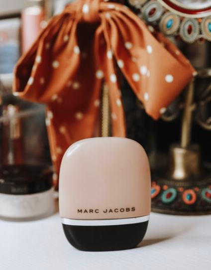 Marc Jacobs Shamesless Youthful-Look 24H Foundation. Medium-coverage with a mattifying natural finish.