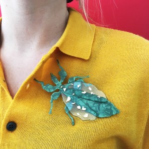 Bug leaf brooch look-Le Voilà