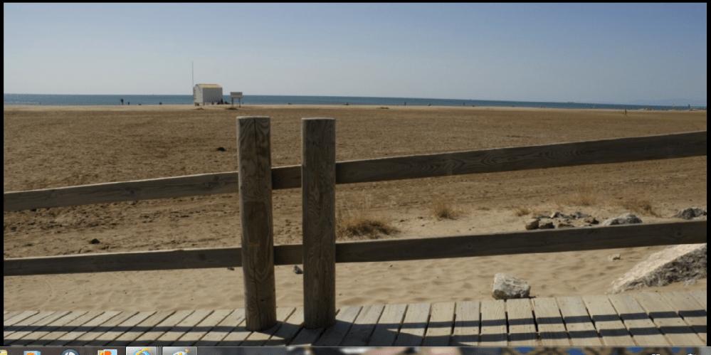 Lola se balade sur la plage des chalets de Gruissan (4/4)