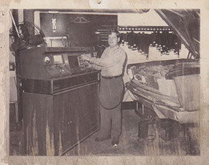 """A """"modern"""" engine analyzer in the late 60′s."""