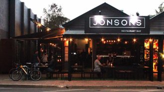 Byron_and_Beyond_Byron_Bay_Food_Restaurant_Bar_Jonsons_Feature_Image_01-1024x576