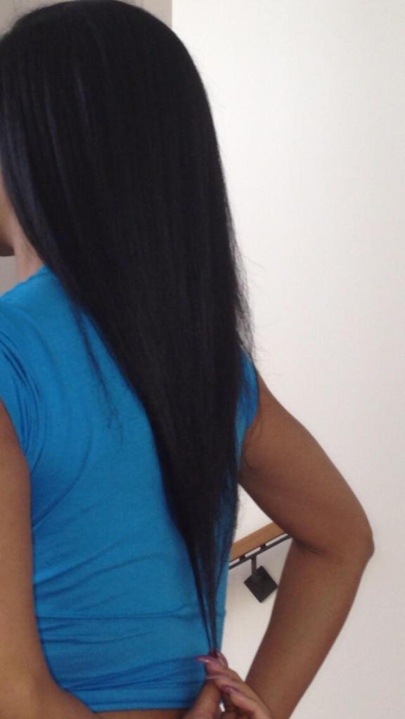 Nicki Minaj Shows Off Her Uber Long Waist-length Natural Hair