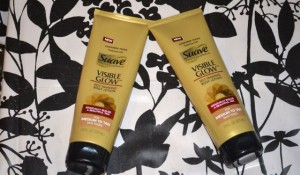 Black Girls Use Self-Tanners Too! Introducing NEW Suave® Professionals Visible Glow™