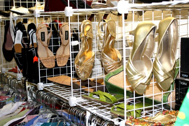 sandals-displayed-at-thrift-store