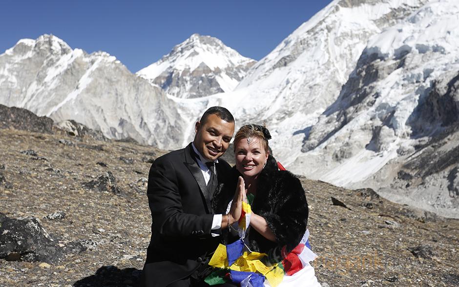 Couple mark their marriage anniversary in kalapatthar u photos