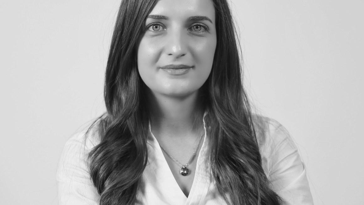 Future Albanian Leaders : Doruntina Ramadani, Drejtoresha Menaxhuese E Apasionuar Pas Marketingut Dixhital Dhe Fuqizimit Të Gruas Në Shoqëri