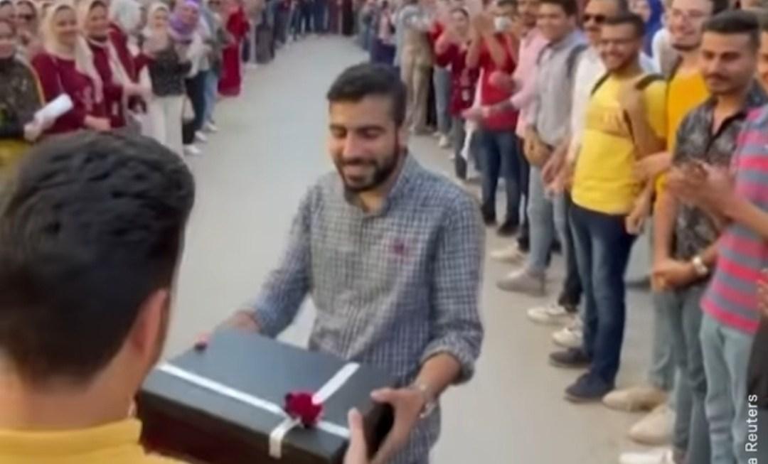 Qytetari Aktive : Ahmed Ramadan, Studenti Egjiptian I Cili Ndihmoi Studentët E Tjerë Të Kalojnë Provimet (Video)